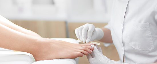 A Podiatrist Tells Us What to Look for (AND AVOID) when Getting a Pedicure